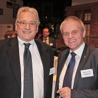 Daniel Steinauer (Reifen-Chef ESA) und Pierre Yves Lüthy (Geschäftsführer Garage Moderne, Bulle)