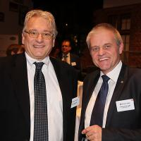 Daniel Steinauer (responsabile pneumatici di ESA) e Pierre Yves Lüthy (direttore del Garage Moderne, Bulle)