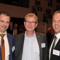 Christoph Kissling (a sinistra) e Roger Hunziker (a destra, RHIAG), al centro Peter Krieg (direttore di Baumgartner AG)