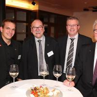 Flavio Helfenstein (ex campione mondiale di meccatronica per automobili), Werner Bieli (presidente di QSK AD/AWK), Andreas Schär (membro della commissione di QSK/AD/AWK) e Michel Tinguely (ex esperto degli WorldSkills)
