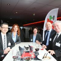 Peter Goetschi (TCS), Katrin Portmann (AGVS), Bernadette Langenick (saa), Andreas Burgener (auto-schweiz) und Niklaus Zürcher (strasseschweiz)
