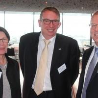 v.l. Bernadette Langenick (auto-i-dat AG), Eric Besch (Präsident AGVS Sektion Biel-Seeland) und Wolfgang Schinagl (auto-i-dat AG)